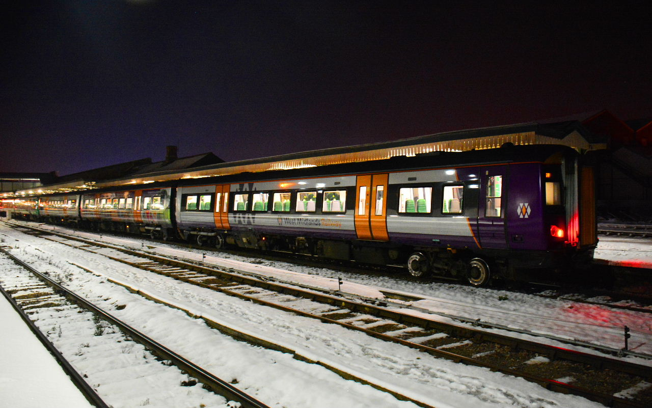 Train 172339 in WMR livery